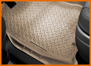 Husky Liners Classic Style Floor Liners to protect your feet against mud, snow and gunk. With a diamond plate design.